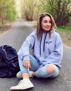 Sporty Outfits, Asd, Pretty People, Youtubers, Graphic Sweatshirt, Celebs, Fashion, Celebrities, Moda