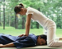 Shiatsu Massage – A Worldwide Popular Acupressure Treatment - Acupuncture Hut Massage Shiatsu, Reflexology Massage, Face Massage, Massage Oil, Massage Clinic, Massage Chair, Acupressure Therapy, Acupressure Treatment, Alternative Therapies