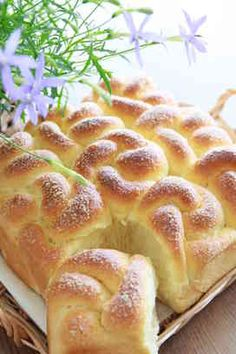 Maple flavor flower bread