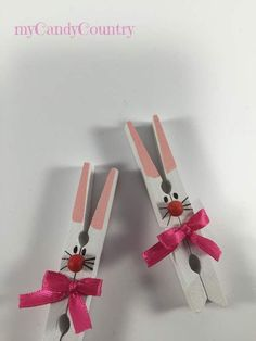 Risultati immagini per mollette pasqua Source by pin cra. - Risultati immagini per mollette pasqua Source by pin crafts Source by BBerthaGomezTrend - Easter Projects, Easter Crafts For Kids, Craft Projects, Craft Ideas, Spring Crafts, Holiday Crafts, Bunny Crafts, Fabric Crafts, Diy And Crafts