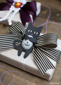 Make your own paper halloween candy huggers with this simple yet stunning pattern from handcrafted lifestyle expert Lia Griffith.