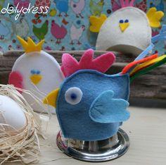 Wer gackert denn da? Diese Eierwärmer aus Filz machen sich nicht nur gut zu Ostern, sondern auf jedem Frühstückstisch. Die Hühner sind handgenäht und machen jedes Frühstück zum Highlight. http://dailydress.de/003246_booooaaak-willkommen-auf-dem-huehnerhof/