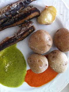 Papas arrugás, sardinas y mojopicón. #mochileros #canarias