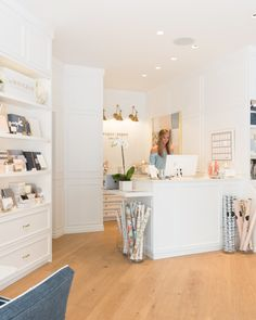 Sugar Paper // Newport Beach, Ca Gift Shop Interiors, Flower Shop Interiors, Store Interiors, Flower Shop Decor, Flower Shop Design, Schönheitssalon Design, Store Design, Baby Store Display, Stationary Shop