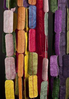 Ana Hagopian - PAPER NECKLACES -  sautoir souple et mobile en papier, divers coloris