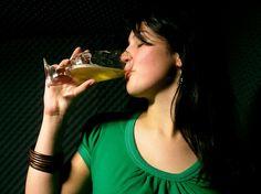 ¿Sabías que la #cerveza puede ser muy beneficiosa para ti?    No te pierdas este artículo y aprende les Beneficios que la Cerveza puede tener en las mujeres:    http://salud.facilisimo.com/reportajes/mujer/beneficios-de-la-cerveza-en-la-mujer_874881.html?fba