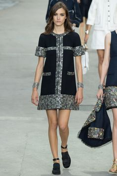 Chanel Spring 2015 Ready-to-Wear Fashion Show - Ronja Furrer (IMG)