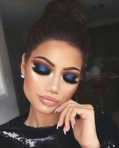 Glam Makeup, Blue Eye Makeup, Eye Makeup Tips, Smokey Eye Makeup, Makeup Goals, Hair Makeup, Navy Blue Makeup, Navy Blue Eyeshadow, Eyelashes Makeup