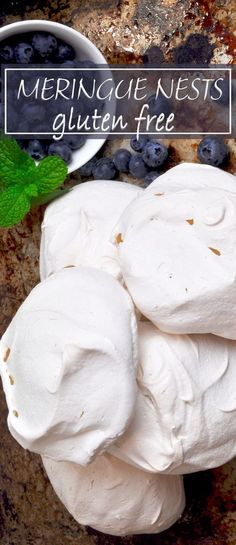 Meringue nest, soft, and crunchy at the same time. These little bites of heaven filled marshmallow melt in the mouth. Try with cream and strawberries. Gf Recipes, Sweets Recipes, Gluten Free Recipes, Snack Recipes, Cake Recipes, Cold Desserts, Savoury Baking, Food Test, Gluten Free Cooking