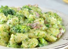 Gnocchis au Brocoli et Jambon WW – Plat et Recette WW broccoli and ham gnocchi, recipe for a good light and complete dish made with gnocchi and broccoli, easy to make for a light evening meal. Vegetarian Gnocchi Recipes, Salmon Recipes, Potato Recipes, Veggie Recipes, Healthy Recipes, Healthy Tips, Plats Weight Watchers, Pastas Recipes, Gnocchi