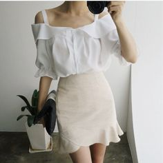 The perfect balance between modest and sexy. | korean Fashion