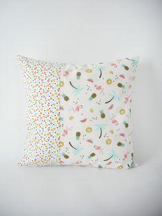 Housse de coussin - 35x35cm - tissu imprimé ananas, flamants rose, palmiers, pastèqueset et mini triangles - tandance exotique et tropicale