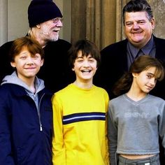 The Golden trio on the Harry Potter set Harry James Potter, Harry Potter Tumblr, Harry Potter Hermione, Blaise Harry Potter, Saga Harry Potter, Mundo Harry Potter, Harry Potter Jokes, Harry Potter Pictures, Harry Potter Characters