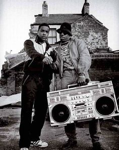 90s Special... #boombox#ghettoblaster#tape#casette#90s#ghetto#friends#vsco#vscocam#vscogrid#vscoturkey#hiphop#lifestyle#likeaboss#bnw#blacknwhite#instahub#instabox#turkishfollowers#istanbul#classy#oldschool#breakdance#rap#graffiti#turntablism#swag by askinakin http://ift.tt/1HNGVsC