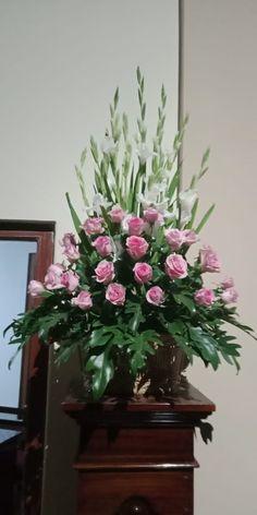 Large Flower Arrangements, Church Flowers, Prayer Verses, Iglesias, Arte Floral, Church Ideas, Floral Designs, Beautiful Flowers, Plants