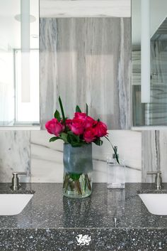 Brighten up a cool, neutral space with a simple sink-side bouquet. Featured Design: Minera #MyCambria