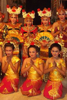 Balinese dancers show for tourists, in Ubud - Bali - Wikipedia, the free encyclopedia