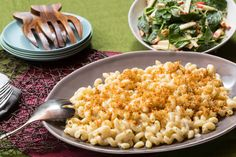 Stovetop Macaroni & Cheese with Spinach, Apple & Walnut Salad Stovetop Mac And Cheese, Macaroni Cheese, Mac Cheese, Cheese Sauce, Cheddar Cheese, Apple Walnut Salad, New Recipes, Favorite Recipes, Cafeteria Food