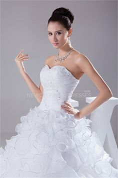 Sweetheart Floor-length Appliqued Beads Ball Gown Wedding Dress With Lace up 005