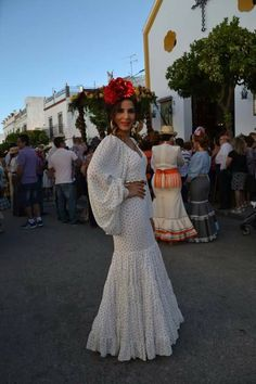perhaps not the sleeves . Spanish Dress, Spanish Girls, Mexican Outfit, Mexican Dresses, Party Fashion, Fashion Show, Fashion Looks, Traditional Mexican Dress, Fashion Dresses