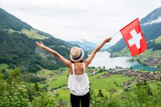 From cheese to chocolate and meringue desserts, Switzerland has amazingly unique and delicious Swiss food products that every visitor simply has to try. Chocolate Sundae, Swiss Chocolate, Chocolate Cheese, Chocolate Gifts, Swiss Desserts, Swiss Recipes, Ice Cream Desserts, Cool Stuff, Swiss Fondue