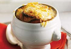 Recette: Soupe à l'oignon Gratinée - Circulaire en ligne Mashed Potatoes, Muffin, Breakfast, Ethnic Recipes, Onion, Food, Recipes, Fashion Styles, Whipped Potatoes