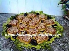 فطائر وبيتزا إثنين في واحد المقادير والطريقة بالصور في هذا الرابط: http://www.halawiyat-malika.com/2015/06/blog-post_21.html