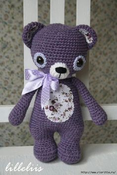 Join me in a Treasure the Teddy crochet along. We`ll be making one bear every month throughout 2019 and end up having a collection of 12 bears. Knitted Teddy Bear, Crochet Teddy, Crochet Bear, Crochet Animals, Diy Crochet, Crochet Dolls, Crocheted Toys, Amigurumi Patterns, Crochet Patterns