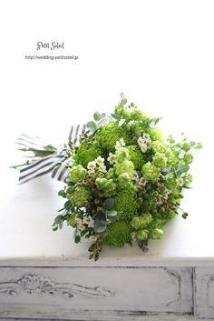 Green mums, berries, wax flower