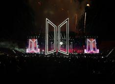 Speak Yourself Tour in Rose Bowl Stadium. Jimin, Bts Bangtan Boy, Bts Boys, Yoongi Bts, Seokjin, Namjoon, Billboard Music Awards, Boy Scouts, Guinness