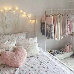 Teen girl room remodel ideas: The things that objects around the mantle should be appropriately balanced. A mantle that may be unbalanced may affect the feel and look of the room. My New Room, My Room, Girl Room, Bedroom Images, Aesthetic Bedroom, Shabby Chic Bedrooms, Awesome Bedrooms, Dream Rooms, Room Inspiration