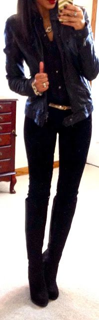Totally cute skinny jeans & black top● jacket combo!