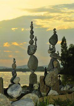 Skulpturen am See von Paul 9 | Flickr - Photo Sharing! Rock sculptures for yard art.