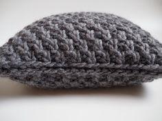 Gestricktes Bodenkissen 60x60cm 100% Wolle in 7 verschiedenen Farben - made by PINQE