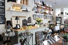 love the use if black and white with vintage colours