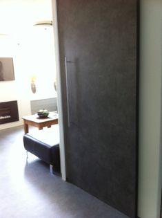 PVC tegel verlijmd op een schuifdeur.