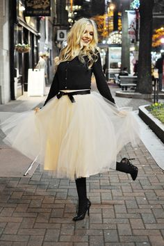 Gorgeous, I need a tule skirt!  Note the bling collar necklace