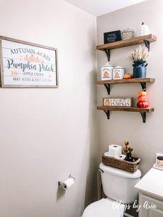 Fall Apartment Decor, Fall Room Decor, Simple Bathroom, Bathroom Ideas, College Bathroom Decor, Boys Bathroom Decor, Powder Room Decor, Home Decor Inspiration, Decor Ideas