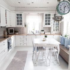 79 White Shabby Chic Kitchen Cabinets charming cottage eat in kitchen with table in the middle and window Shabby Chic Kitchen Cabinets, Kitchen Wall Shelves, Kitchen Decor, Kitchen Design, Kitchen Tables, Cottage Shabby Chic, Shabby Chic Bedrooms, Shabby Chic Decor, Eat In Kitchen