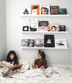 63 Best Great Kids Bookshelf DIY Ideas for Your Baby Home – Page 11 of 63 – Bookshelf Decor Holidays Halloween, Halloween Fun, Modern Halloween Decor, Halloween Books For Kids, Bookshelves Kids, Bookshelf Diy, Book Nooks, Reading Nook, Girl Room