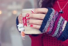 candycanes-and-hotcoco:  wintersnowland:  wishing you a wintery christmas ❅  ☃❄Dreaming of a white Christmas❄☃