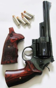 Smith and Wesson mdl 29 Classic with Rosewood grips… 357 Magnum, Weapons Guns, Guns And Ammo, Firearms, Shotguns, Colt Python, Guns Dont Kill People, Remington 700, Smith N Wesson