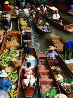 Floating Market at Damnoen Saduak