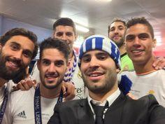 Jesé y otros jugadores del Madrid hacen el 'SELFIE' de los campeones (vía @JeseRodriguez10) #ElChiringuitolaSexta pic.twitter.com/vdAiRI8J3o