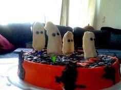 Banana ghosts - Halloween cake.