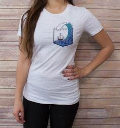 Womens Shipwreck Pocket Tee  Some shirt styles run small.. PLEASE VIEW SHIRT SIZES BEFORE PURCHASING: https://www.etsy.com/listing/216514245/womens-shirt-style-and-sizes  NOTE: SWEATSHIRT AND HOODIE SIZES ARE UNISEX  Bee's Pocket Tees are cotton pocketless shirts with custom designs that create clever and imaginative virtual pockets! With over 40 original, hand-drawn designs, be sure to check out our entire shop to find the perfect pocket tee for you, or a unique gift for anyone!  WOMENS…