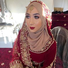 wedding makeup hijab Image may contain: 1 person, closeup Bridal Hijab Styles, Indian Bridal Outfits, Indian Bridal Hairstyles, Wedding Styles, Muslimah Wedding Dress, Muslim Wedding Dresses, Hijab Bride, Wedding Day Makeup, Bridal Makeup Looks