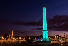 Obélisque de la place de la Concorde illuminé en Bleu Tiffany pour l'inauguration de la boutique sur les Champs Elysées