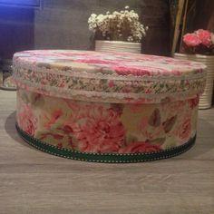 Caixa redonda forrada com tecido floral