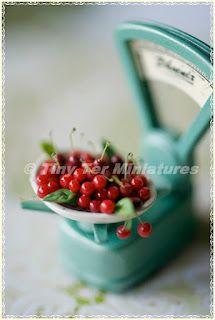 Tiny Ter Miniatures  Balanza de cerezas escala 1:12